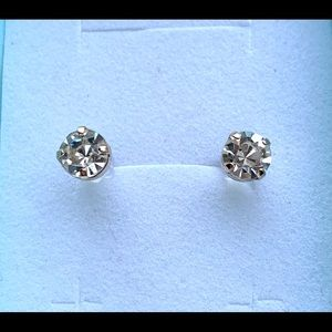 NWOT Clear Crystal Round Studs